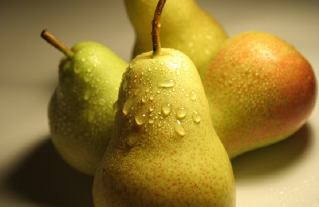 8 Reasons You Should Eat More Pears: Fighting Cancer, Improving Diabetes & Helping With Weight Loss