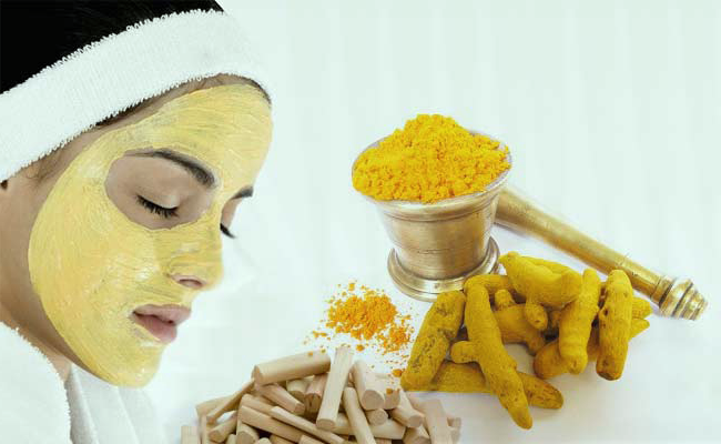 She Begins Rubbing Turmeric Onto Her Cheeks. When She Rubs It Off The Result is Unbelievable